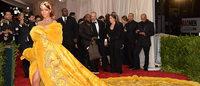 Vestido de 25 kg usado por Rihanna alça estilista chinesa ao estrelato