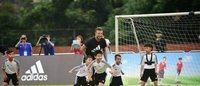 贝克汉姆助阵阿迪达斯广州校园足球活动
