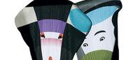 イッセイミヤケ、田中一光が描いた「日本の美」を衣服のデザインに