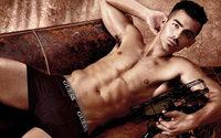 Joe Jonas, visage de la première campagne homme des sous-vêtements Guess