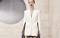 Atelier Versace dévoile une collection automnale entre force et légèreté