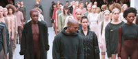 Desfile surpresa de Kanye West 'causa' em Nova York