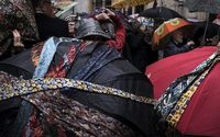 Lyon : défilé de parapluies décorés pour la sauvegarde du Musée des Tissus
