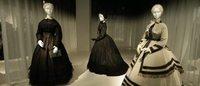La morte ti fa bella: al Met Museum, gli abiti raccontano lo stile delle vedove