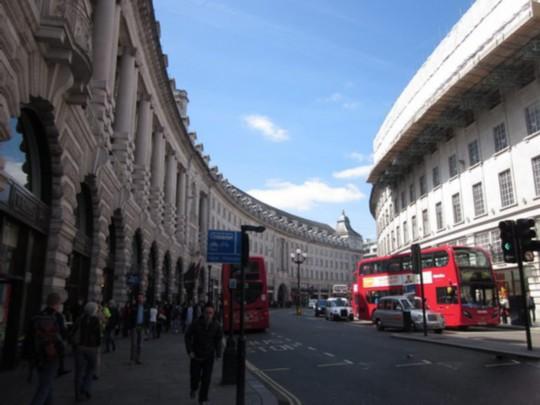 伦敦时尚零售业:摄政街上的轻奢品牌