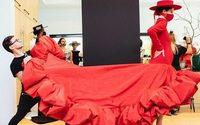 Christian Siriano despide la Fashion Week de Nueva York desde su jardín