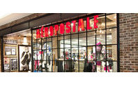 Aeropostale posts wider quarterly loss, signs deal with Sycamore