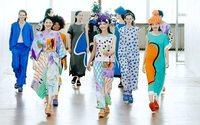 Issey Miyake imagine des vêtements compacts et ludiques