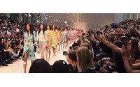 Apple corteja o mundo da moda em meio a expetativas de novo lançamento