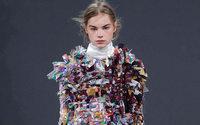 Viktor & Rolf recicla tecidos de temporadas passadas para sua alta-costura