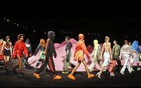 """Settimana della Moda di New York: """"Fenty Puma"""" by Rihanna, show di stuntman su dune rosa"""