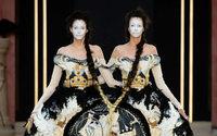 Guo Pei défilera au Musée V&A de Londres
