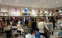 Australia retail sales bounce, economy seen loping along