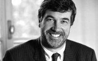 John Hooks: Scheidung von Armani