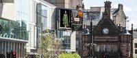 ハンターがロンドン市内を巨大スクリーンでジャック ショーを生中継