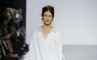 Badgley Mischka's fashions take audience on vacation in runway show