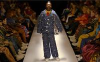 Парижский мужской фэшн-сезон: лошадиная сила, куклы на подиуме и тайные письмена
