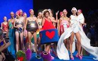 Agatha Ruiz de la Prada customiza miniglús de Ecovidrio en la Fashion Week de Madrid