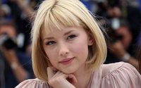 Haley Bennett the new face of Chloé Signature perfume