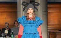 Molly Goddard abre la semana de Londres con un banquete de moda