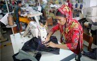 Cientos de trabajadores del textil piden un salario digno en Bangladesh