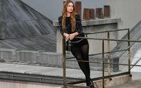 La fresca femminilità di Chanel sopravvive anche a un'infiltrata in passerella