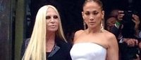 Arriva JLo e la sfilata di Versace inizia