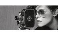 Kristen Stewart protagoniza campanha de óculos Chanel