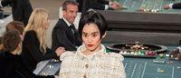 Kumarhane ortamında yapılan defilede Chanel 3D olarak hazırlanan tayyörünü tanıttı
