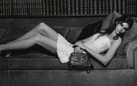 Kaia Gerber protagoniza a mais recente campanha de carteiras da Chanel
