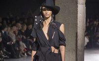 Paris Fashion Week: Yohji Yamamoto maestro del decostruttivismo