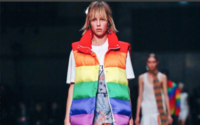 Christopher Bailey despede-se da Burberry com homenagem à comunidade LGBTQ