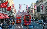 Primeira-ministra britânica tem vitória e fica próxima de iniciar Brexit