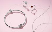 Pandora presenta un piano di risparmi per arrestare il calo della redditività