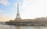 Des femmes défilent au pied de la tour Eiffel pour plus de diversité