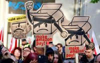 Protesters greet Amazon's Jeff Bezos in Germany
