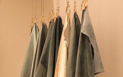 Riciclo di abiti  dai capi vecchi nascono le nuove collezioni ... 0994afc64c7