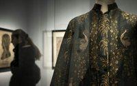 Laurent Wauquiez reçoit symboliquement les clés du musée des Tissus de Lyon