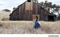 Calvin Klein parcourt la campagne américaine pour le printemps