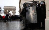 """Gilets jaunes : une """"catastrophe"""" pour le commerce et l'économie, selon Bruno Le Maire"""