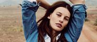 Denim renovado pela poeira e montanhas na Vogue Reino Unido