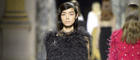 Fashion Week : un masculin-féminin adouci par plumes et bijoux