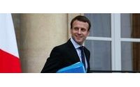 """Attentats : """"vers un retour à la normale"""" de l'activité économique, selon Emmanuel Macron"""