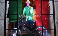 Bultaco ficha al diseñador y sastre Lander Urquijo como embajador de la marca