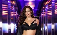 Star model Ashley Graham celebrates curves on NY runway