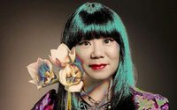 Anna Sui receives honorary degree from Parsons