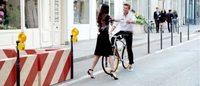 Simon Baker roule toujours pour Givenchy