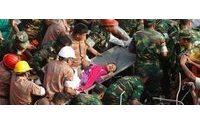 Exército nega encenação no resgate de jovem das ruínas de prédio em Bangladesh