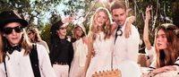 Behati Prinsloo brinca de casamento para Tommy Hilfiger