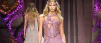 Haute Couture: Versace apre la rassegna di Parigi e osa con richiami alla Beat Generation